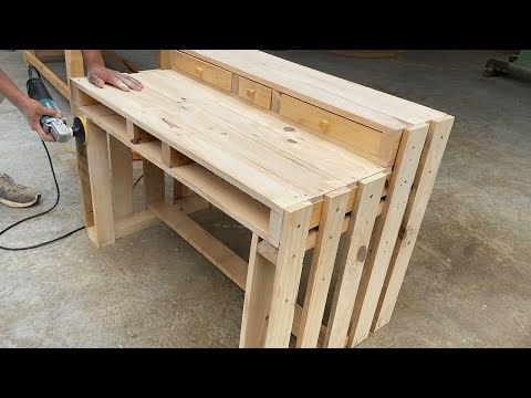 Creative Wooden Pallets Recycling Ideas Worth Doing // How To Make A Pallet Computer Desk
