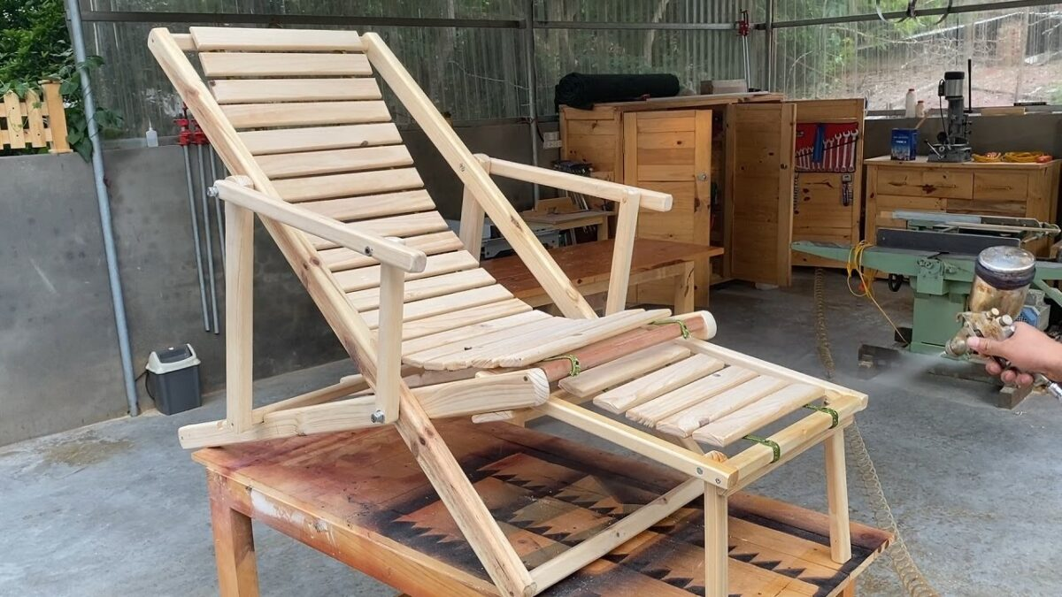 Amazing Woodworking Projects Anyone Can Do At Home // Build A Foldable Relaxation Chair When Moving